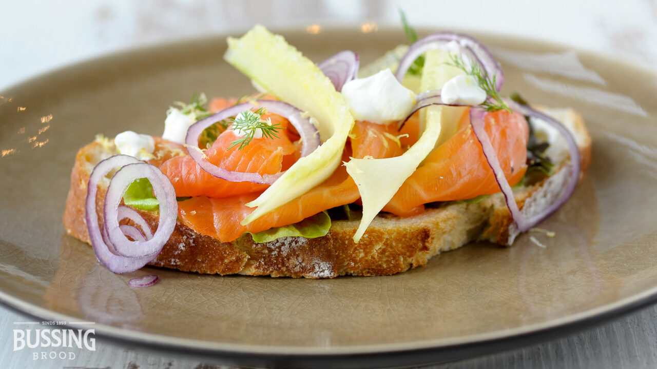 bussing-brood-brustiek-wit-met-gerookte-zalm