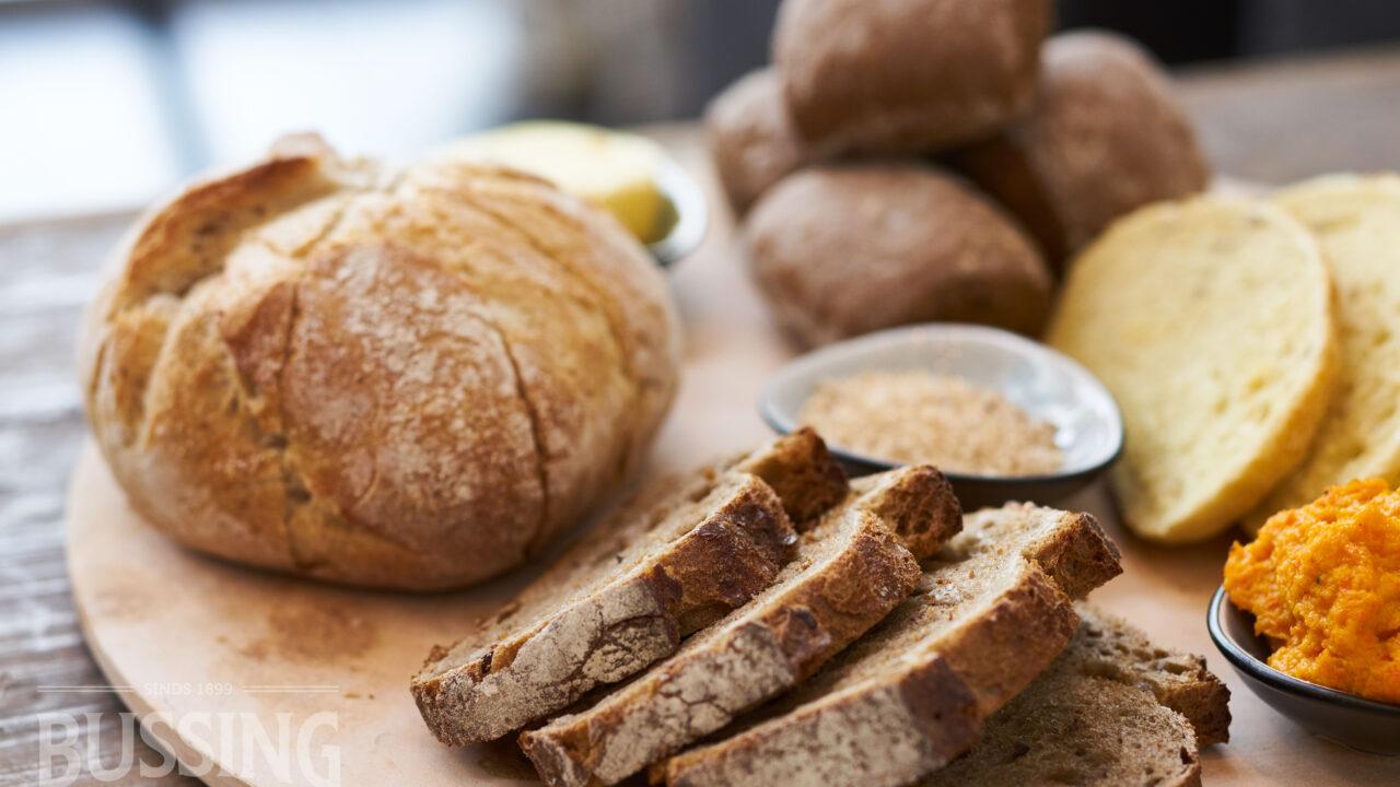 bussing-brood-tafelbrood-assorti-brood-op-plank