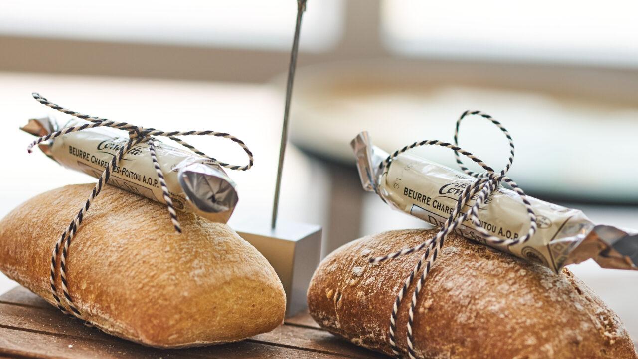 bussing-brood-tafelbrood-kleintje-desem-met-boter-en-kaartje