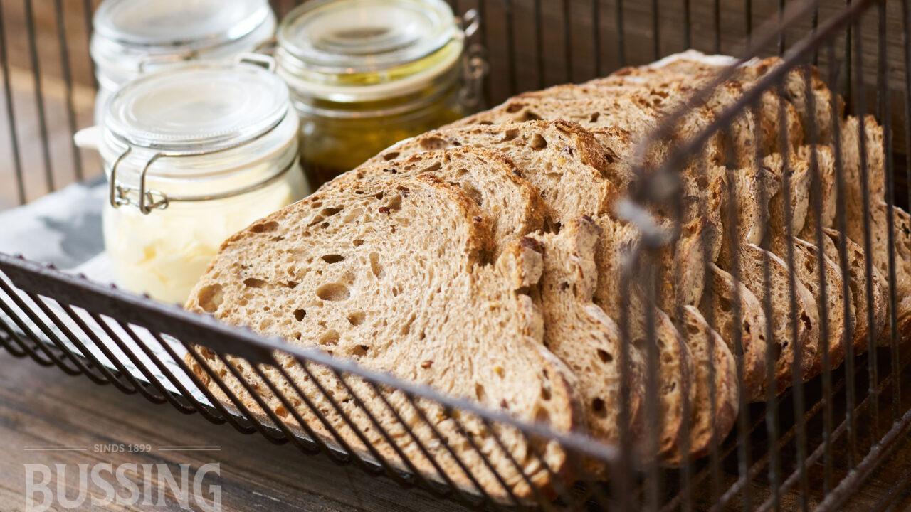 bussing-brood-tafelbrood-landbrood-in-mand