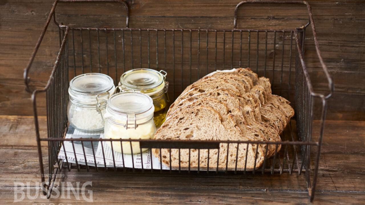 bussing-brood-tafelbrood-landbrood-in-stalen-mand