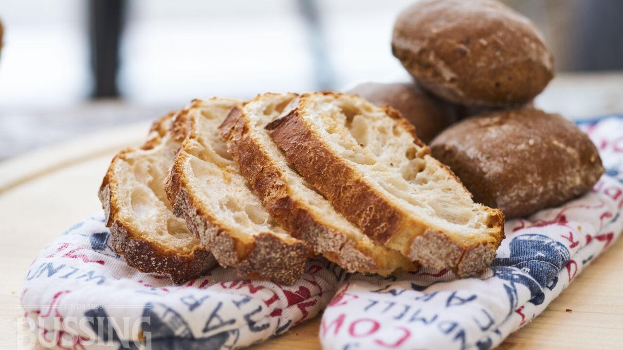 bussing-brood-tafelbrood-sneetjes-brustiek-op-ovenwant