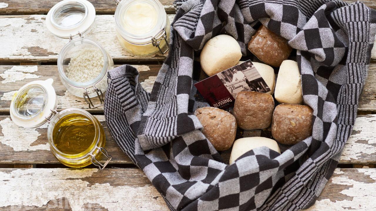 bussing-brood-tafelbrood-stukjes-breekbrood-in-doek