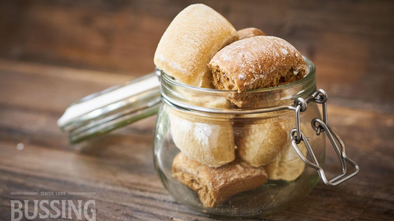 bussing-brood-tafelbrood-stukjes-breekbrood-in-pot