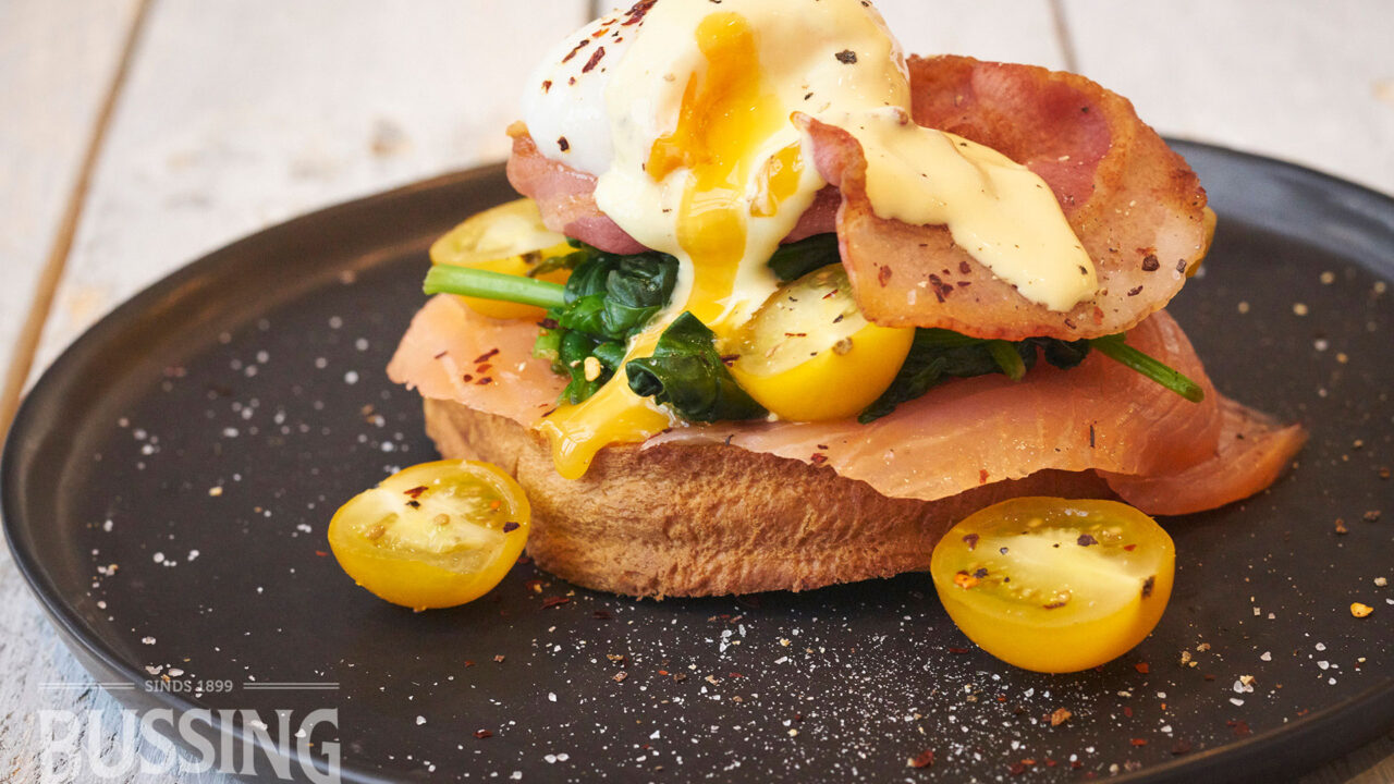 bussing-brood-recept-briochebrood-met-egg-benedict-spinazie-gerookte-zalm