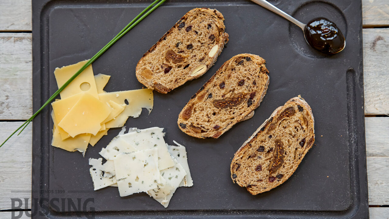 bussing-brood-recepten-amandel-vijgenbrood-kaasplankje